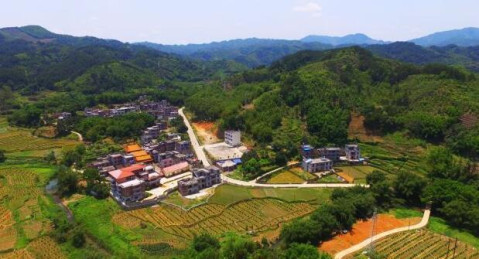 贺州站大山风景图片