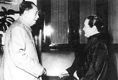 后来隋学芳求婚了,但是宋庆龄跟一般人还是一样的,若是跟这位秘书结婚