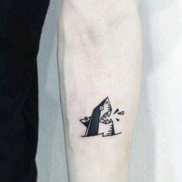 非常霸气的一款鲨鱼纹身,一个纹身一个性格,从纹身最能看出一个人的