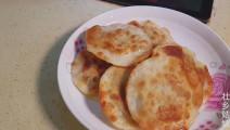 农村姑娘嘴馋了,用饺子皮来做肉饼,酥香脆全家都爱吃