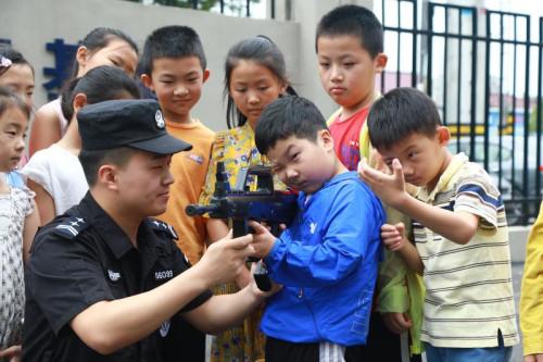 """如皋公安设立""""警娃""""临时托管中心43名民警家庭子女入营"""
