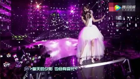 张韶涵跨年演唱会深情演唱成名作《隐形的翅膀》好听又充满正能量