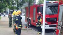 就是不让过 消防车出任务蹭五菱面包车 必须等交警来