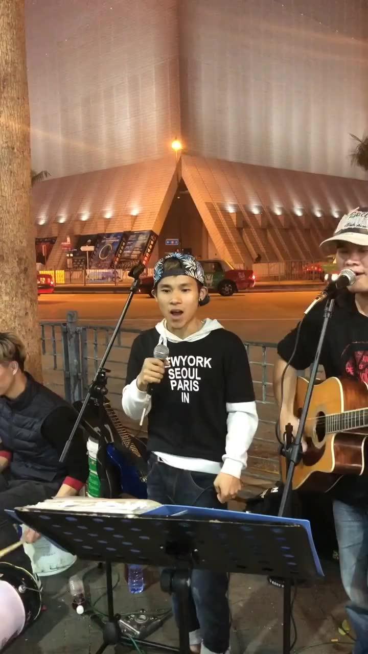 在香港第一天,忙碌,充实,疲惫,快乐,感谢大家的支持,喜欢音乐的朋友们点点关注吧!
