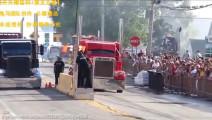 超级卡车擎天柱直线加速对抗赛 3500匹马力 动力杠杠滴 拉100吨货飞跑