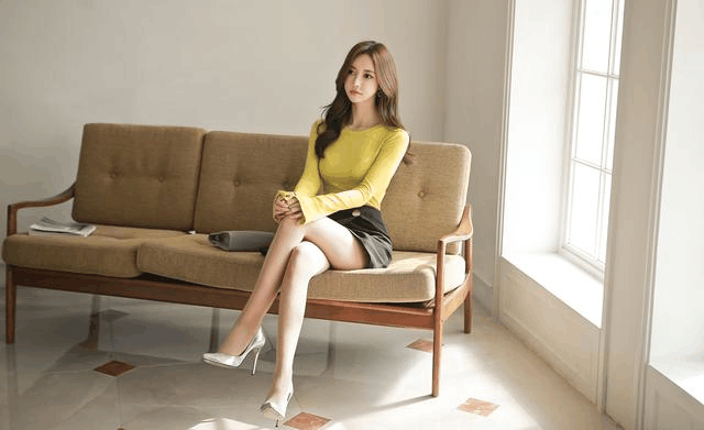 孙允珠高跟鞋黄色紧身衫超短热裤裙, 阿罗多姿的身段图片