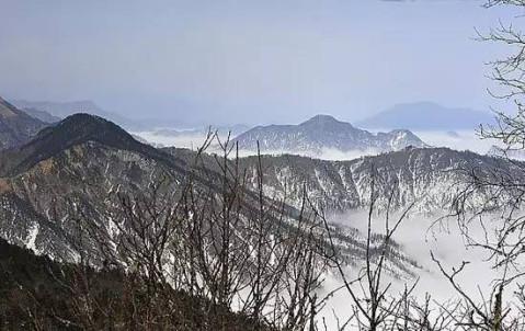 蓥华山德阳什邡市距离什邡市城西北37公里,距成都98公里山顶海拔3160