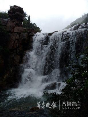 壁纸 风景 旅游 瀑布 山水 桌面 307_410 竖版 竖屏 手机