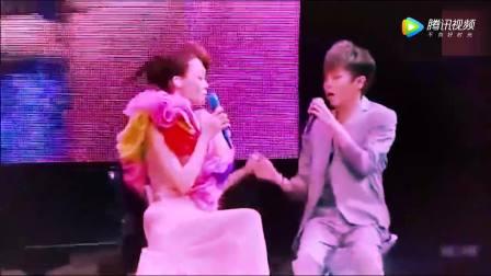 范玮琪在演唱会上,和吴青峰同台演唱《有你真好》完美组合,很好听
