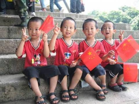 蒋云啸,蒋云龙,蒋云霖,四胞胎四周岁的合照,四兄弟非常可爱,很讨人喜.