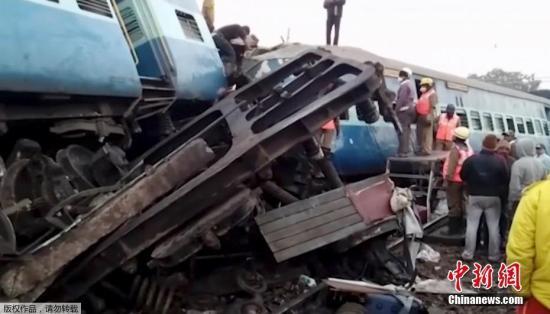 印度列车出轨致39人亡 卧铺车厢伤亡人数最多