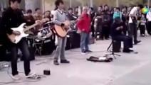 街头艺人演奏《西游记》等到37秒后才知道高手在民间呐!