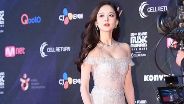 一人对战韩女星轻松艳压, 娜扎用老套路惊艳韩媒 为国争光的美貌