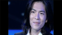 萧敬腾空降助阵快男总决赛,与刘心合唱经典《新不了情》