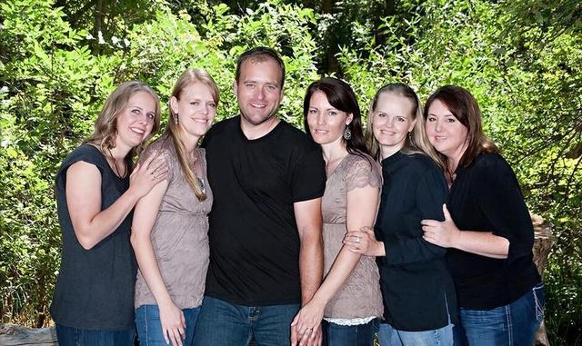 他五个妻子,还有多达二十四个孩子