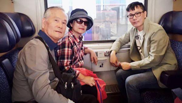 52岁情歌王子发文悼念亡父: 难掩伤痛 突然宣布爸爸死讯