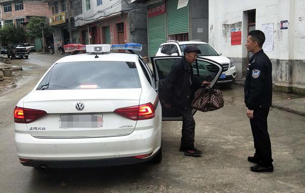 石城:老人为不老爱情居深山民警热心劝导护送回家