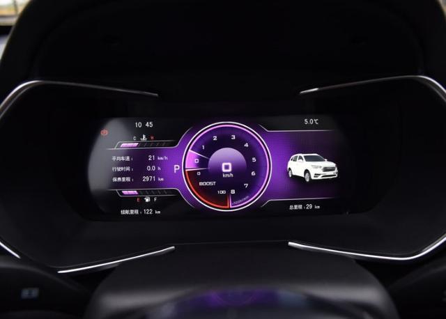此外全液晶仪表盘的设计风格也比之前的车型高大上了不少.