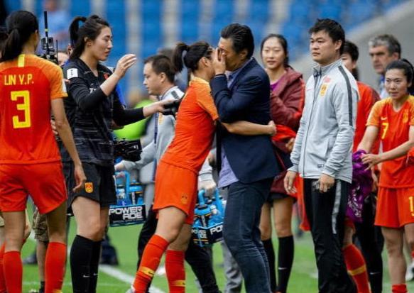 中国女足送西班牙碰夺冠热门, 不料自己也遇强敌! 锋线主力还有伤(图3)