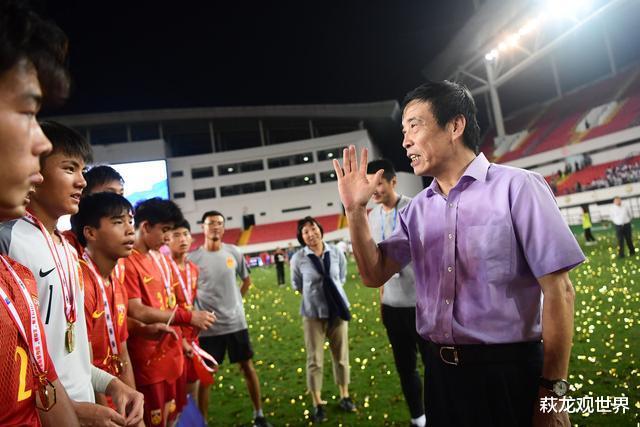 中国足协当决不决, 不是豪杰! 不管洋帅土帅, 打进世界杯是硬道理