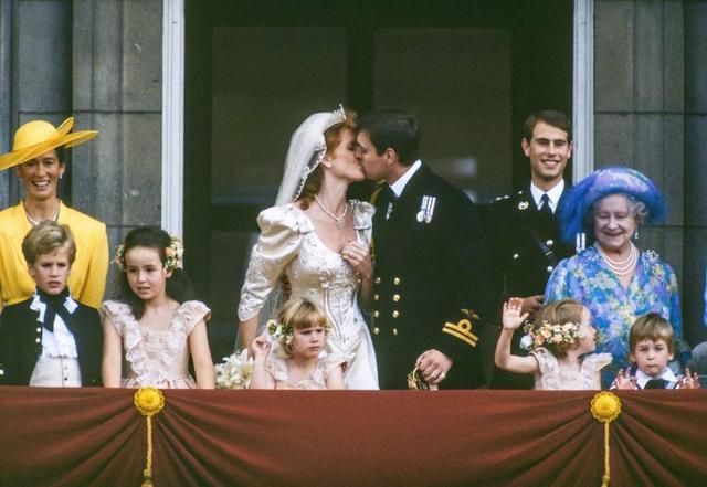 父子都做过婚礼花童! 乔治小王子和威廉王子的花童超萌珍贵照片