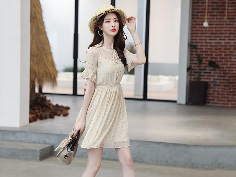 假期出游别乱穿衣, 看我小姑身上穿的雪纺连衣裙, 减龄提气质