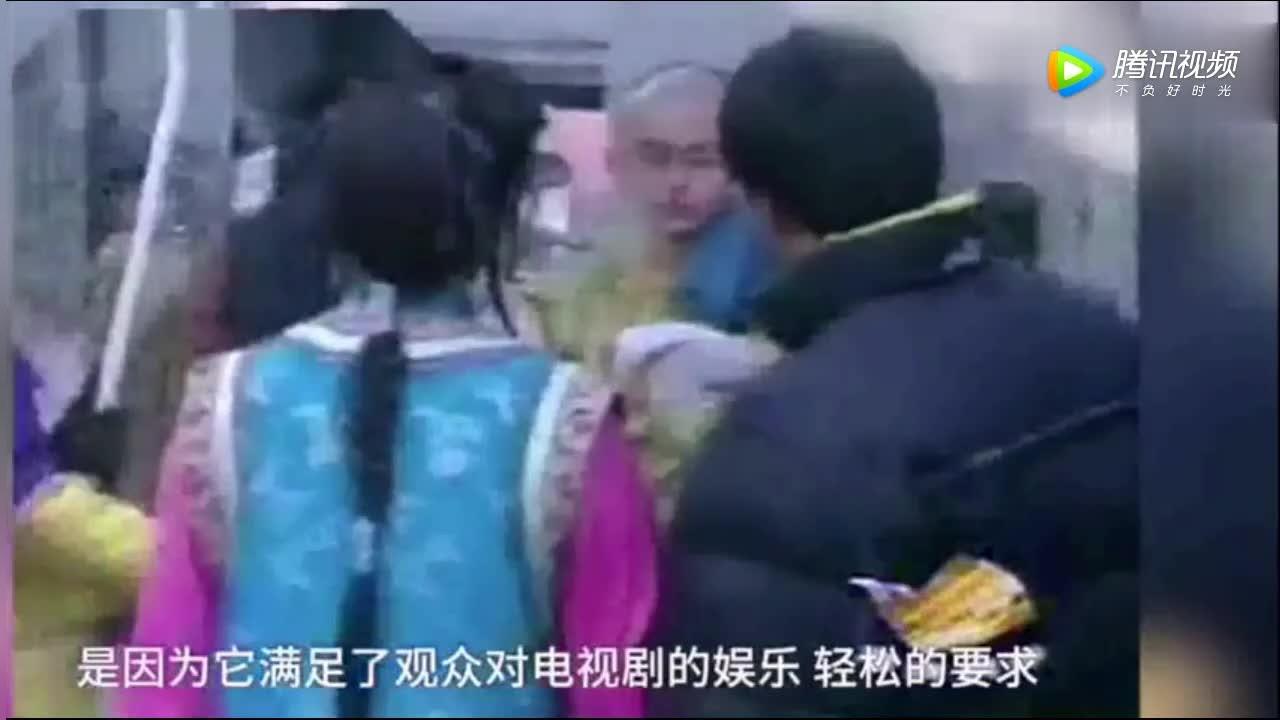 19年前,北影大三的赵薇拍还珠格格片场采访,可爱又单纯!