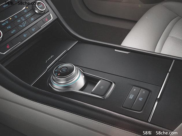 外观及内饰方面,新车与在售车型基本没有变化,只是在车身细节方面有所调整。在配置方面,新车较现款入门车型(EcoBoost 245时尚型)有所取舍。LED雾灯、照地灯、外后视镜自动折叠、7色氛围灯、迎宾座椅、无钥匙进入等功能均被取消。