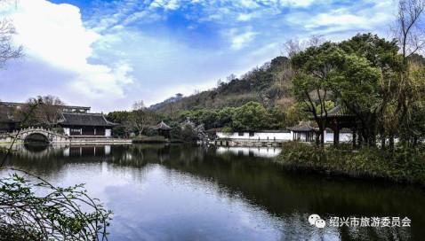 其它均为绿色植被平顶,外墙饰绍兴东湖青石 广场中间竖立高12.
