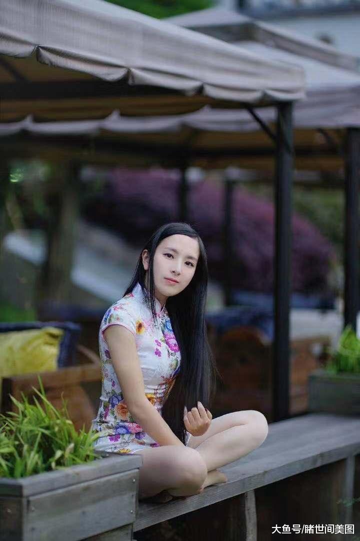 """印花旗袍的美女, 犹如一个美丽的""""花仙子""""!"""