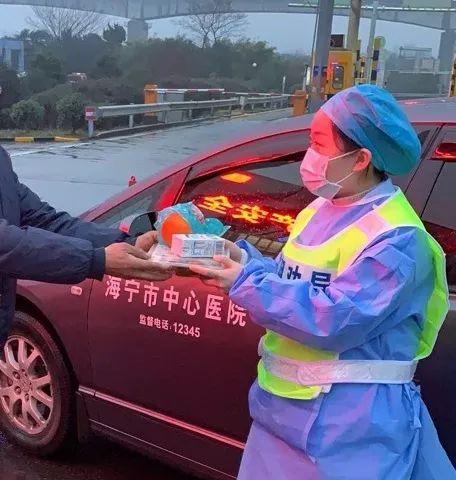 是在沪杭高速长安出口,我去给你们拿过来,杭浦高速长安出口