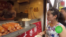长沙街头小吃,13元一个,排队的人群都快排到街尾了!