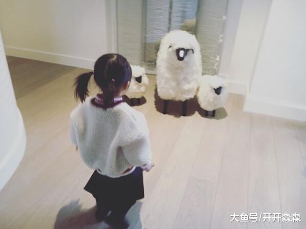 周杰伦晒女儿 小绵羊 造型照, 小周周扎着双马尾, 模样好可爱