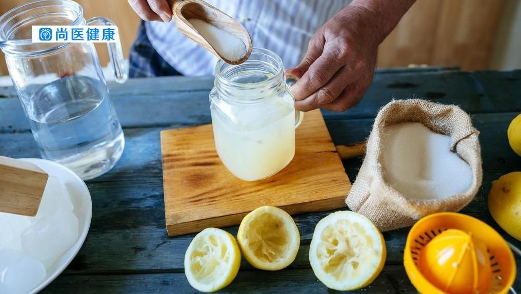 喝柠檬水对牙齿有害吗?专家为你揭秘