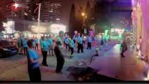 黄渤混入广场跳舞,领舞的竟是王迅