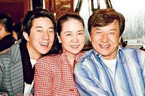 房祖名恋上日本女友, 两人生活照曝光! 不愧是成龙的儿子!