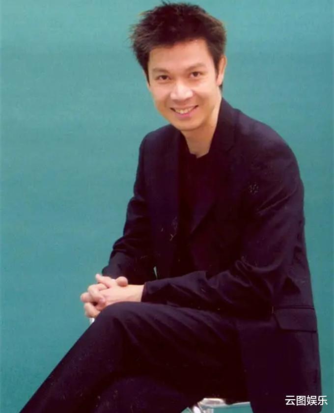 51岁的梁荣忠,头发已经花白,为了钟丽淇终生不娶(图4)