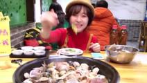 大胃王的晚餐,一锅海鲜没够5斤羊排来凑!