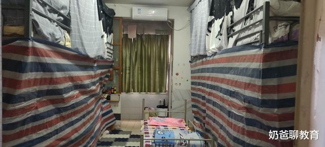看到上下铺区别待遇, 大学生举手了 武汉高校把学生宿舍改成病房,