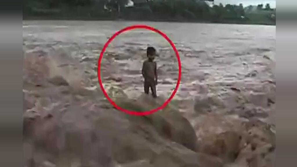 惊悚灵异事件: 这么大的洪水这个小孩竟没被冲走!