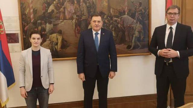 帅气不输男人, 评论区: 爱了爱了 塞尔维亚女总理和两总统同框,