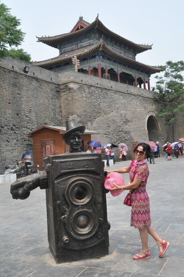 邯郸永年广府景区人头攒动,600多名搭乘专列而来的广东佛山,湖南长沙