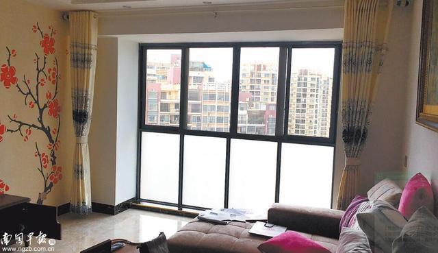 南宁一业主装修封闭阳台被物业停水, 引发小区业主物业对抗