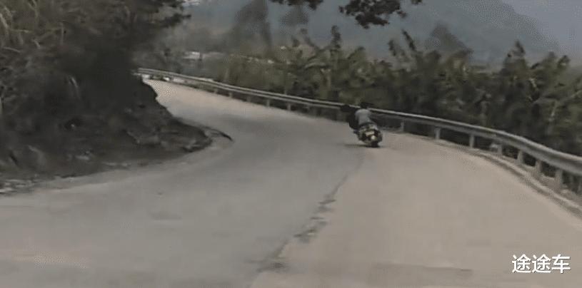 说起鬼火摩托车和鬼火少年的组合,看上去还真不错,网友,这人我们美团收了