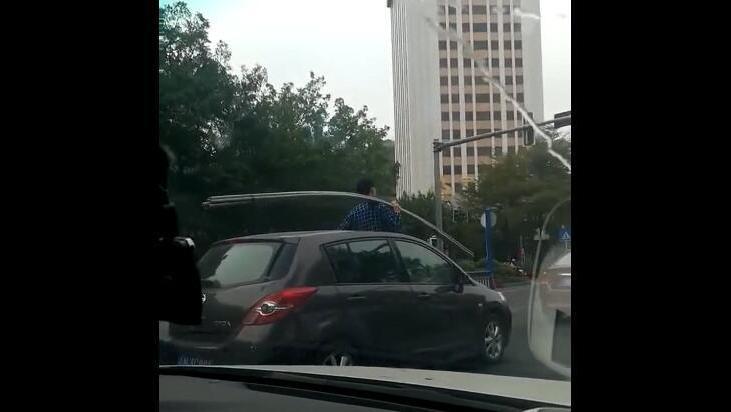浪险!潮汕某地发生的一幕,小车载水管