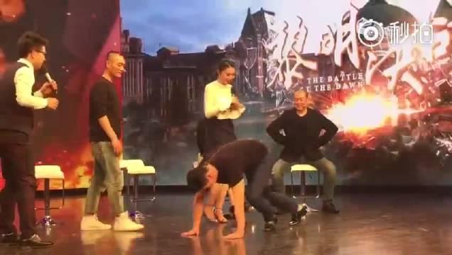 """北京卫视黎明决战bt微直播# 看过""""露肉""""的小源源大家已经不淡定啦"""