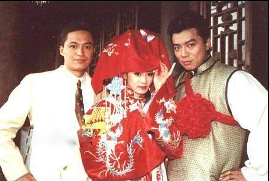 1992年,马景涛主演了《青青河边草》,饰演何世纬.