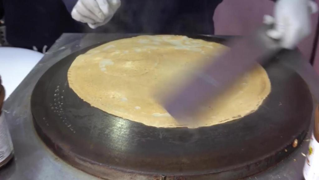 韩国街头美食: 绉纱,这做法想不想我们的煎饼果子