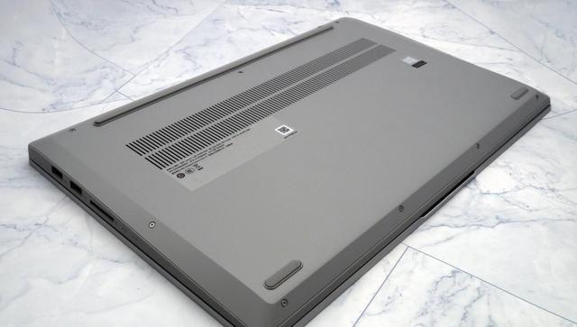 不过考虑到这样的价位还是可以接受的,笔记本右端设计有指示灯,联想最新的小新15锐龙版(图3)