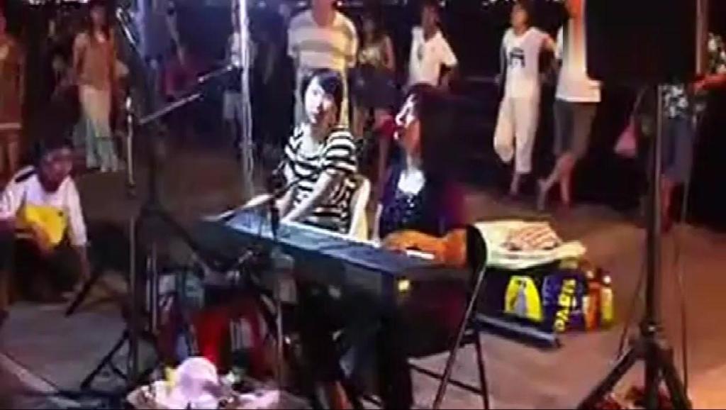 被中国好声音淘汰的盲人歌手,街头演绎《把悲伤留给自己》